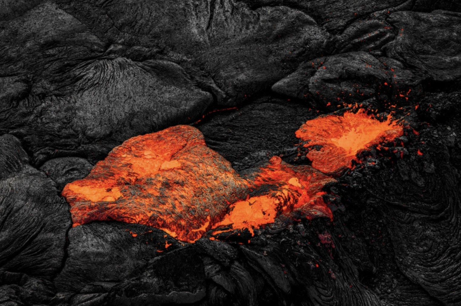 How to photograph lava  from a helicopter