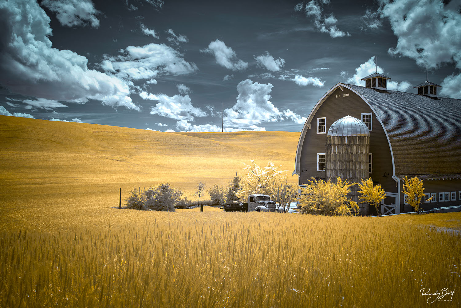 720 nm infrared image of the old truck and red barn in Colfax Washington